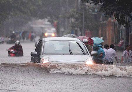 Kỹ năng lái xe ô tô trời mưa bão?