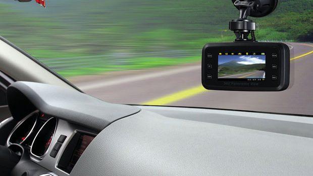 Có Nên Gắn Camera Hành Trình Cho Xe Ô Tô Của Bạn Hay Không?