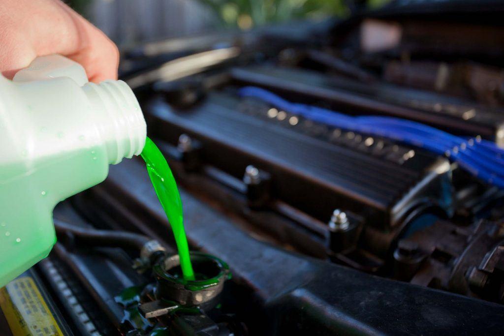 cách châm nước làm mát xe ô tô